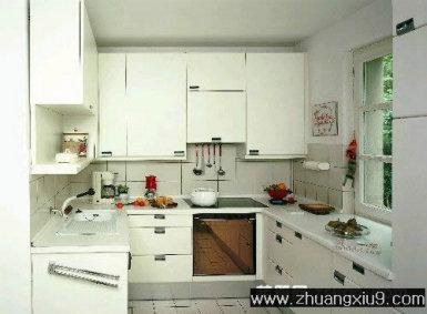 设计图片之厨房装修图片:白色现代欧式大户型厨房实景图中性色橱柜