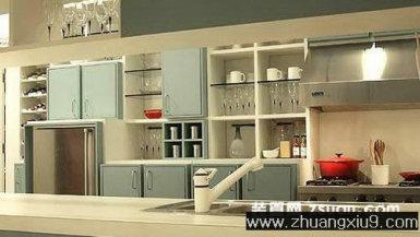 家庭室内装修设计图片之厨房装修图片:温馨厨房实景图暖色