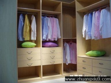 家庭室内装修设计图片之衣帽间装修图片:淡色半开放式衣帽间装修